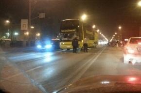 На набережной Обводного канала Lada врезалась в туристический автобус