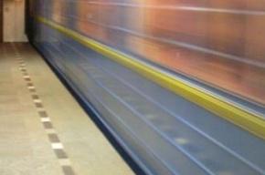В вагоне метро пассажир ударил подростка
