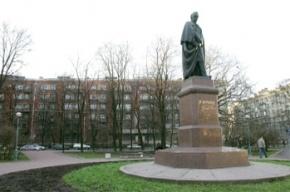 В Петербурге у памятника Тарасу Шевченко нашли самодельную бомбу