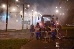 В Купчино прорыв трубы ограничил движение авто и троллейбусов