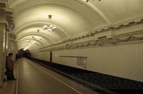 На станции «Пушкинская» мужчина спрыгнул на рельсы и убежал в тоннель