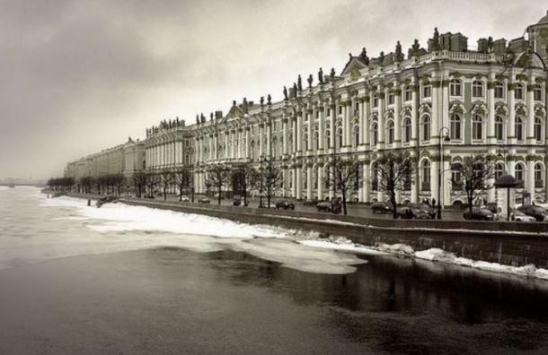 МЧС приостановили поиски бросившегося с Дворцового моста украинского студента