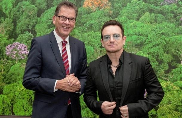 У самолета лидера U2 в воздухе отвалилась задняя дверь
