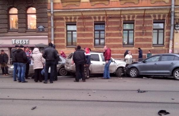 На Васильевском острове столкнулись пять автомобилей