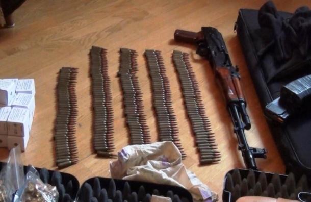 В квартире у петербуржца изъят арсенал огнестрельного оружия с боеприпасами
