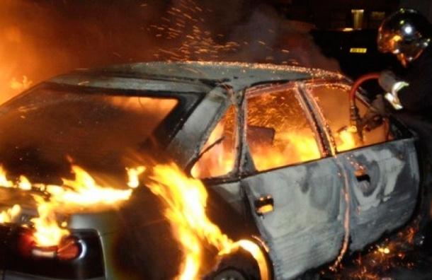 В Приморском районе ночью сгорел Volvo