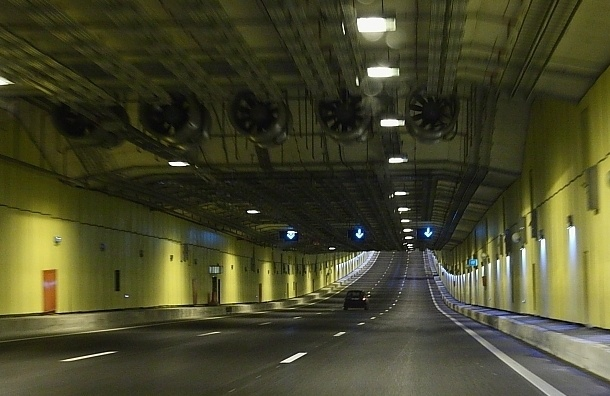 Четыре дня будет ограничено движение в тоннеле на дамбе
