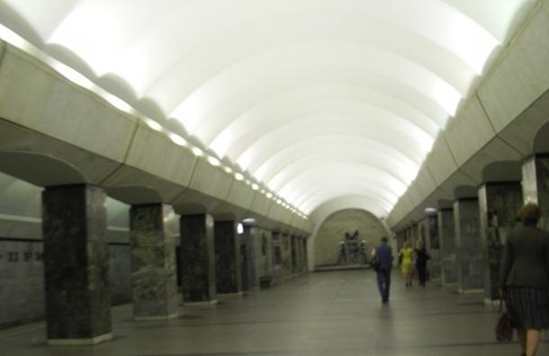 В метро Петербурга тяжело травмирована пассажирка