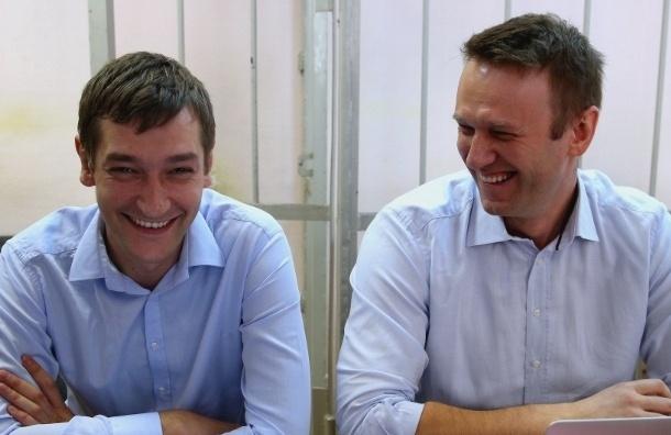 Суд подтвердил перенос оглашения приговора братьям Навальным на 30 декабря