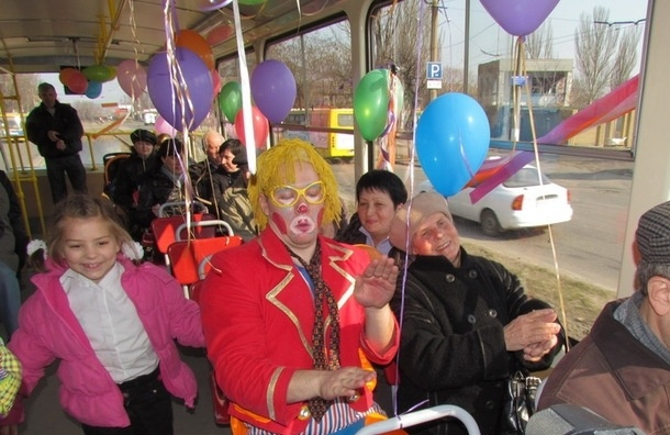 По Невскому проспекту проедет «Троллейбус клоунов»