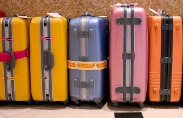 Туристы прилетели в Петербург из Пхукета без багажа