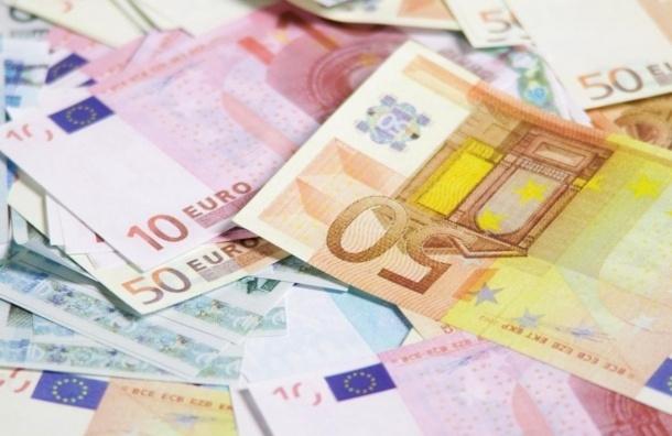 Официальный курс евро снизился на 2,08 рубля