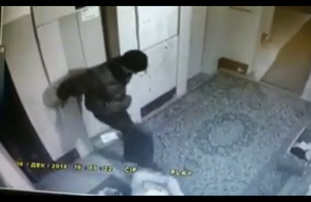Полиция Петербурга разыскивает мужчину, который ограбил и избил пенсионерку