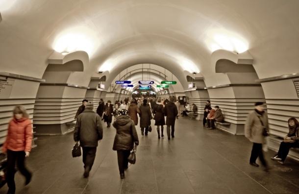 На период новогодних праздников изменится режим вестибюлей на станции «Невский проспект»