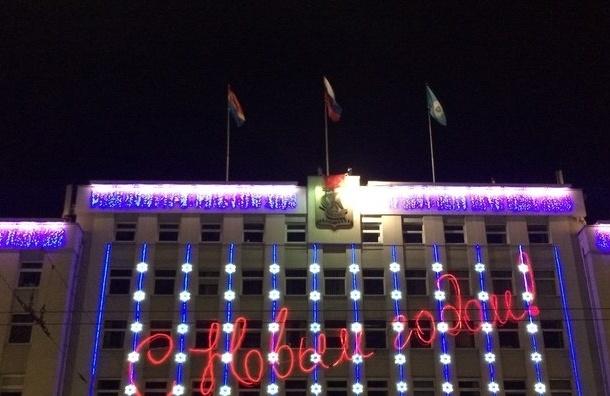 Руфер вывесил на здании мэрии Калининграда флаг Петербурга