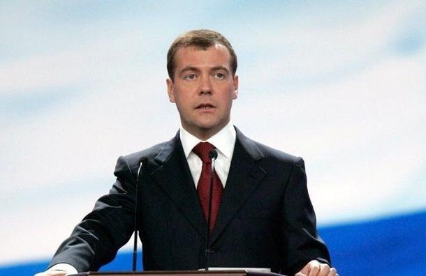 Медведев озвучил причины падения рубля