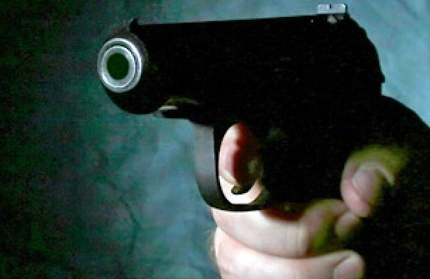 В Невском районе дебошир угрожал администратору магазина пистолетом