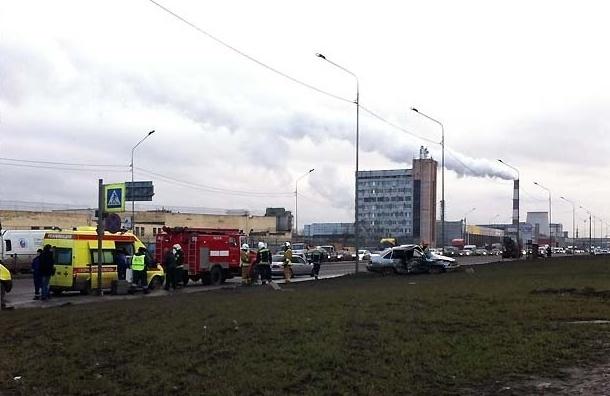 Три человека пострадали в аварии на Софийской