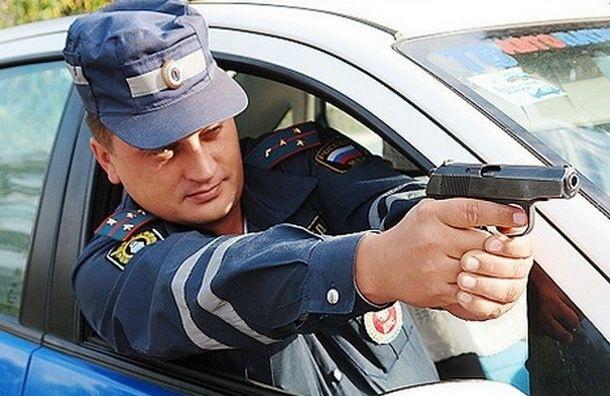 19-летнего пьяного водителя полицейский останавливал с оружием