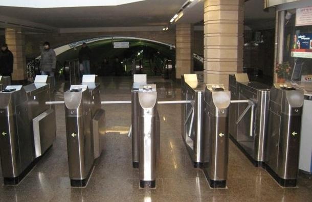 В петербургском метрополитене вводят ограничения на продажу жетонов