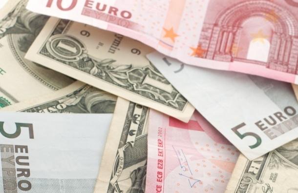 Курс доллара повысился, а евро – упал