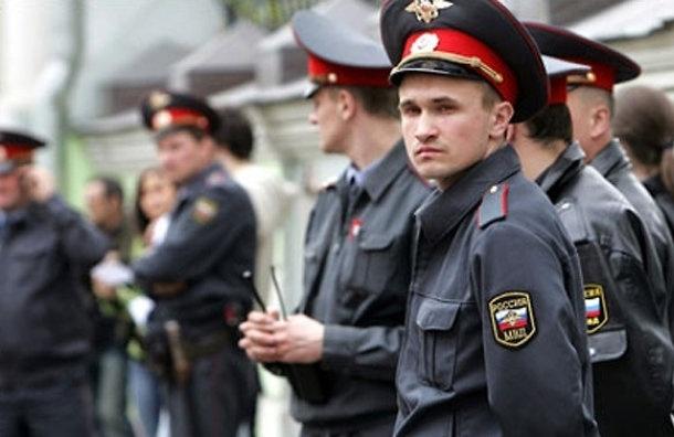К салонам сотовой связи и ювелирным приставили полицейских