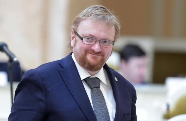 Студентку, обвинившую депутата Милонова в порче имущества, исключили из вуза