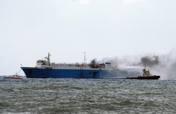 Более 300 человек заблокированы на горящем пароме Norman Atlantic у берегов Греции