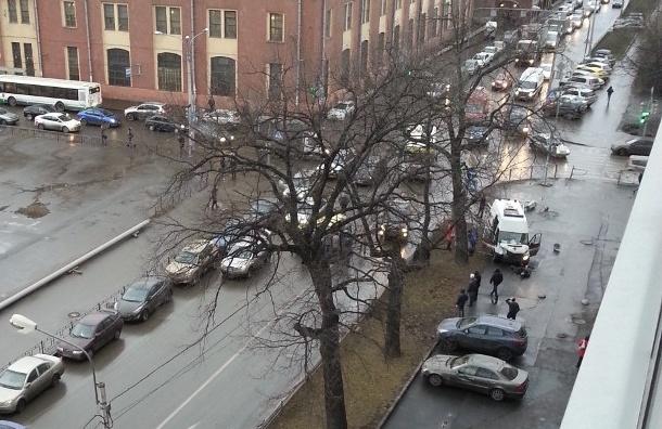 На Белоостровской улице в ДТП с участием скорой и легковушки пострадало два человека