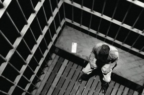 Житель Петербурга проведет в тюрьме восемь лет за нападения на старушек