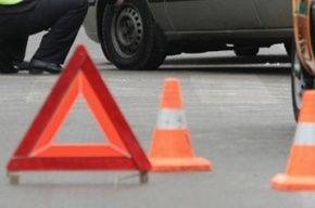 На улице Котовского после ДТП автомобиль вынесло на тротуар