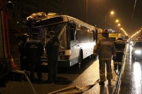 Водитель автобуса, протаранивший грузовик, уходил от столкновения