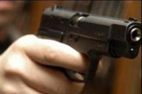 Мужчина в Горелово избил женщину и стрелял в нее из травматического оружия