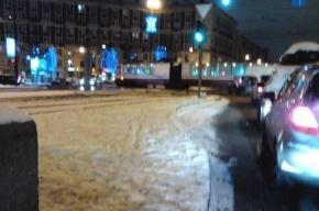 У метро «Новочеркасская» трамвай сошел с рельсов