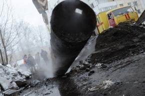 На улице Сикейроса прорвало трубопровод с горячей водой