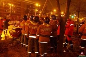На Софийской спасатели вырезали автомобилиста из машины