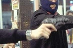 Мужчины с игрушечными пистолетами унесли из банка 175 тысяч рублей