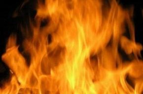 Строительные бытовки горят в Калининском районе
