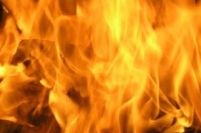 Девять человек эвакуировали из горящего здания на улице Тамбасова