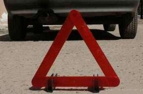На проспекте Славы Renault Logan перевернулся и пробил ограждения