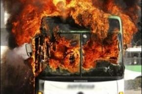 На Кубинской улице в ремонтном боксе загорелся автобус