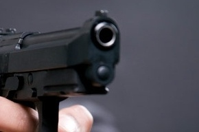 Пьяный отец угрожал пистолетом своей дочери