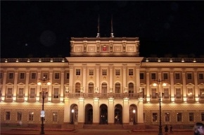 Залп с Петропавловской крепости прогремел в честь юбилея Заксобрания Петербурга