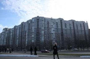 Из автомобиля, остановившегося на светофоре, украли 4 млн рублей