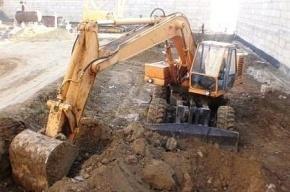 На Васильевском острове экскаватор ковшом повредил газопровод