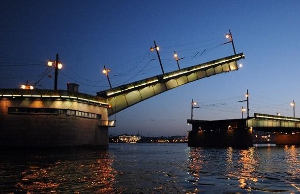 В ночь на 16 декабря разведут два моста
