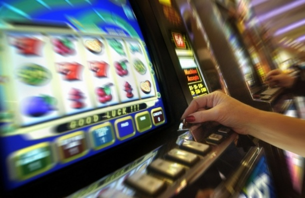Владелец казино пытался вернуть оборудование, подкупив полицейского
