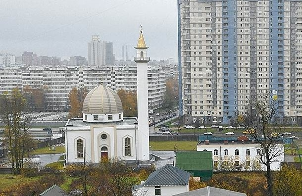 Власти Петербурга предложили бесплатно давать недвижимость религиозным организациям