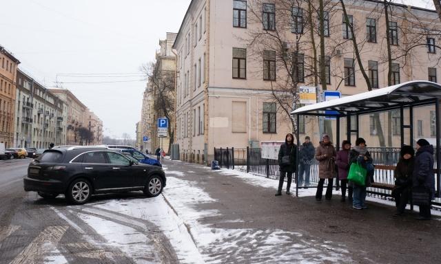 Рейд по освобождению автобусных остановок : Фото
