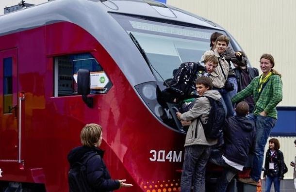В Московском метро погиб мужчина, катавшийся между вагонами поездов